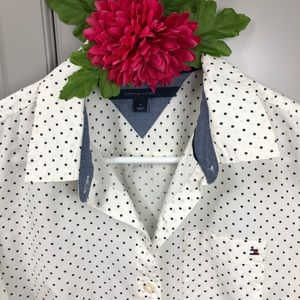 TOMMY HILFIGER POLKA DOTTED BUTTON DOWN SHIRT